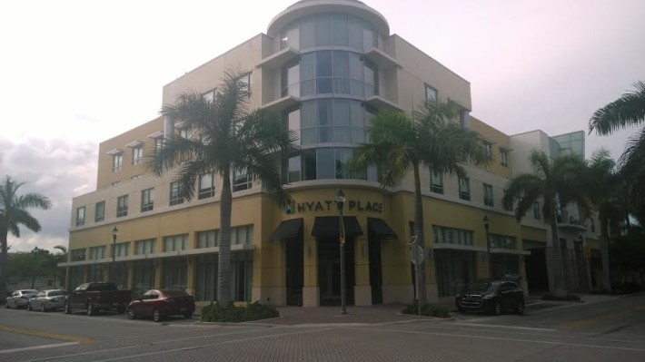 delray_HOTELfront